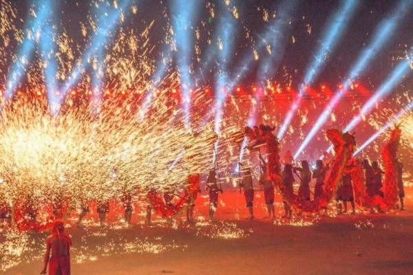 銅梁火龍演出很震撼,成為大家討論的熱門話題。(洪逢彬提供)