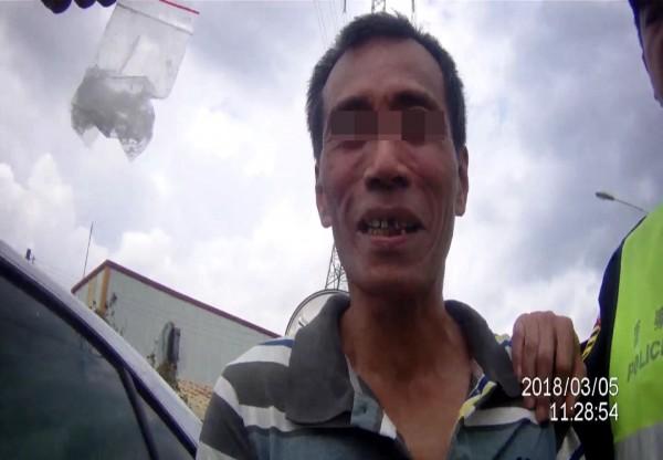 警方在彭男駕駛的贓車上,查獲安非他命毒品。(記者彭健禮翻攝)