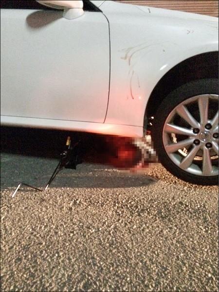 王男被林男的車子衝撞,王男捲入車底身亡。(記者丁偉杰翻攝)