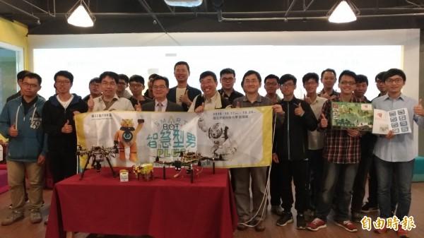 總獎金百萬,金牌上看20萬還能出國,虎科大TDK盃機器人競賽報名開跑。(記者廖淑玲攝)