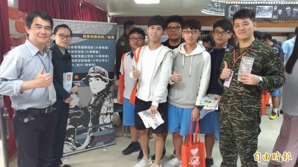 虎尾高中大學博覽會大受學生歡迎。(記者廖淑玲攝)