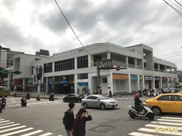 基隆東岸停車場商場,議員要求公安零缺點。(記者盧賢秀攝)