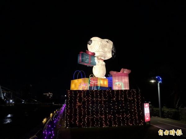 桃園燈節水汴頭燈區的史努比,模樣可愛,但因史努比為國際商標,授權合約展出期限僅至燈節結束為止,只能將史努比及其家族相關燈組進行銷毀處理。(記者魏瑾筠攝)