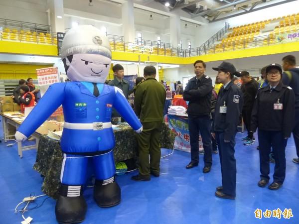 國軍也在徵人活動現場擺設攤位,歡迎優秀人才加入從軍報國行列。(記者吳正庭攝)
