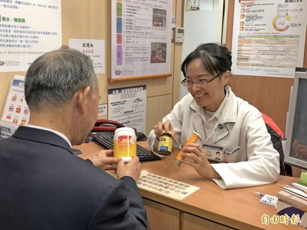 蔡佩珊提醒民眾保健食品不要隨意服用。(台北慈濟醫院提供)