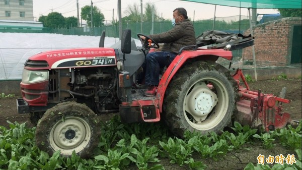 雲林縣推動耕鋤措施,減少蔬菜出到貨量,希望能穩定蔬菜價格。(記者詹士弘攝)