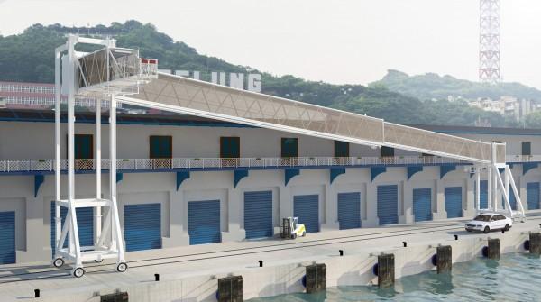 基隆港務分公司啟用1具全輪胎式旅客橋,可隨到港郵輪出入艙口的高低進行調整,服務郵輪旅客上下船隻。(圖由基隆港務分公司提供)