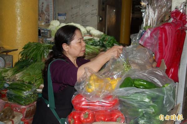 愛心菜販陳樹菊低調行善,因為開刀而持續休息。(記者張存薇攝)