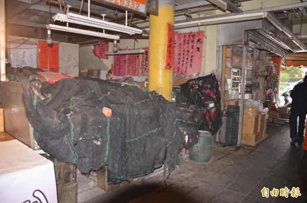 陳樹菊的菜攤持續未營業。(記者張存薇攝)
