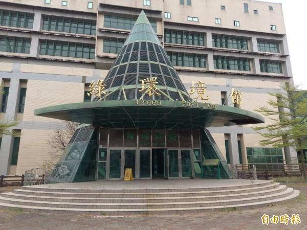 岡山清潔隊將進駐閒置多時的綠環境館辦公。(記者蘇福男攝)