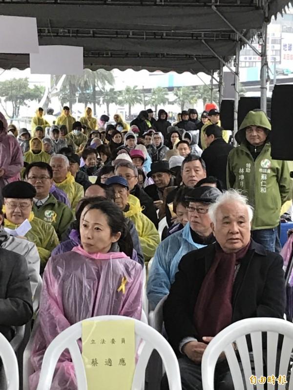 基隆顏家長孫女一青妙(左)、前考試院長姚嘉文(右)都出席228追思紀念活動。(記者林欣漢攝)