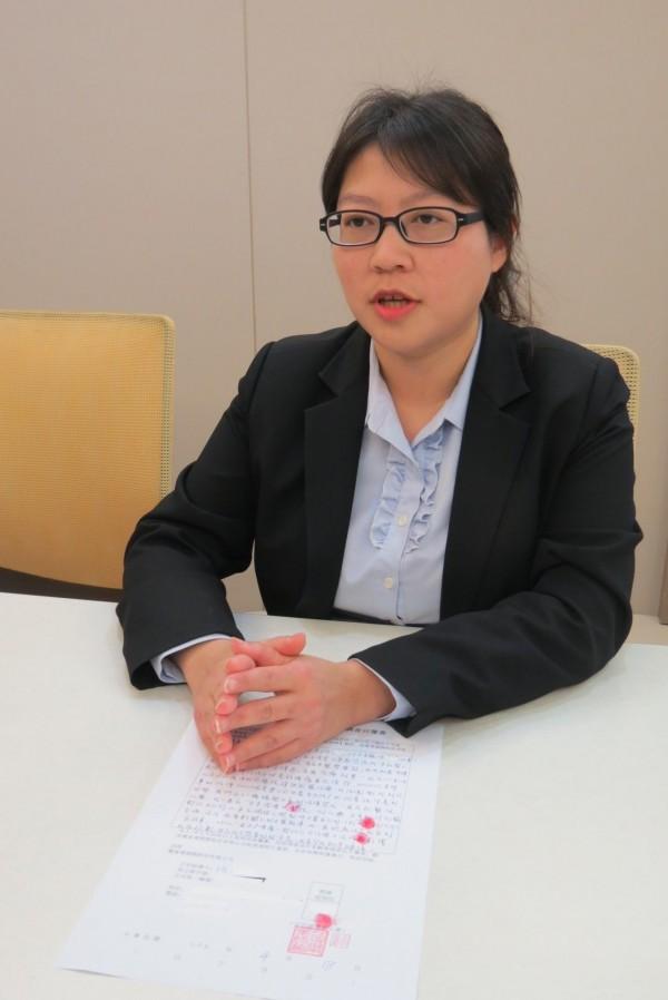 麗富康公司經理陳怡君澄清產品銷售未涉及醫療紅線。(記者蘇孟娟攝)