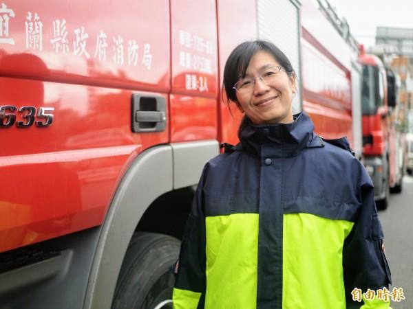 宜蘭消防員余佩君目前在勤指中心服務。(記者簡惠茹攝)