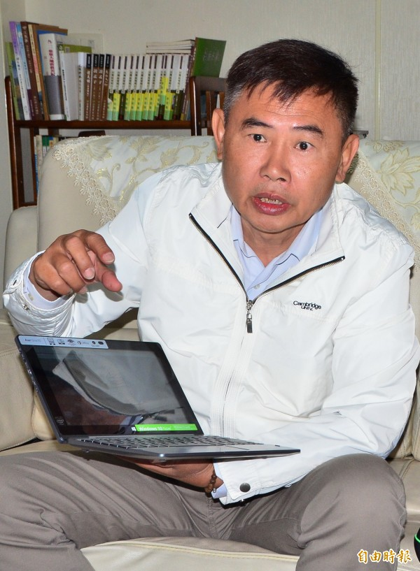 前立委李俊毅發表聲明,尊重市民決定,接受初選結果。(記者吳俊鋒攝)