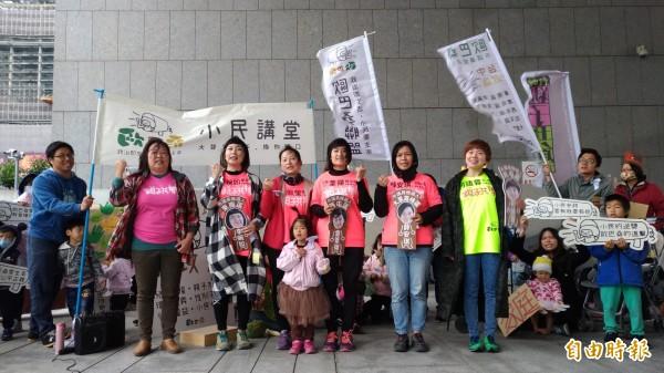 三八婦女節,歐巴桑聯盟於台中市推出5位擬參選人,為小民發聲!(記者廖耀東攝)