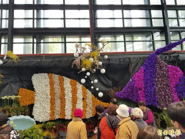 台灣國際蘭展商洽區今日起改設花藝設計展示與伴手禮商品區,結合花藝設計師詮釋台灣蘭花新生命,歡迎民眾踴躍參觀。(記者王涵平攝)