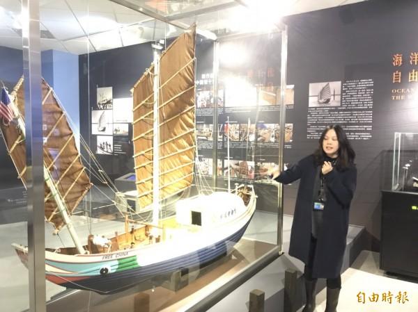 海科館研究典藏中心展出十分之一大小的自由中國號模型。(記者林欣漢攝)