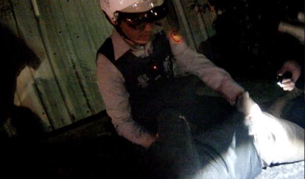 25歲林嫌因機車座墊內藏有毒品,見警攔查時,趁機逃跑,最後仍被警方逮捕。(記者萬于甄翻攝)