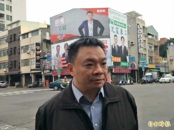 高思博恭喜黃偉哲勝出,但也提醒他「別忘記公布初選經費」!(記者邱灝唐攝)