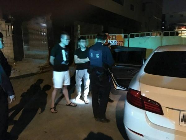 3名青年開媽媽的BMW運毒栽了!(記者蔡清華翻攝)