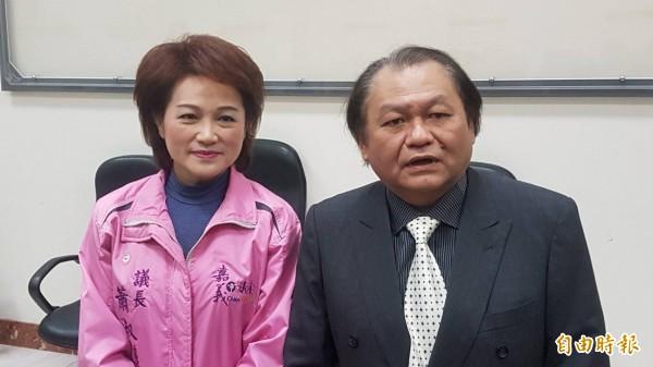 嘉市議長蕭淑麗(左)延攬嘉市小英之友會副會長邱楹棟(右)擔任議會機要秘書。(記者丁偉杰攝)