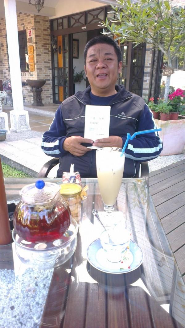 台南市警六分局警員張展坤,因肝病驟逝,同事相當不捨。(記者王捷翻攝)