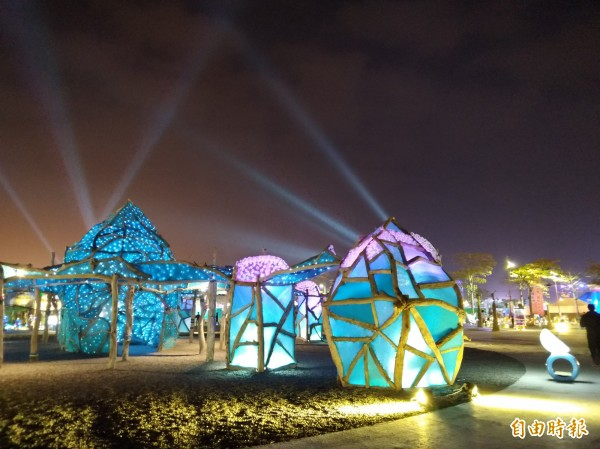 嘉義縣政府主辦2018台灣燈會,3月11日將結束為期24天的展期,圖為燈區一景。(記者曾迺強攝)