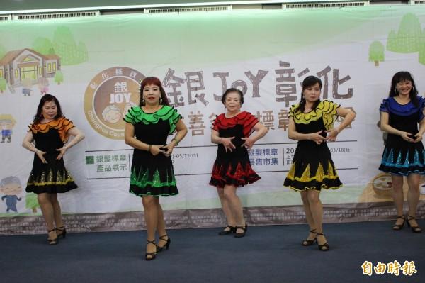 飛翔舞蹈團由一群年紀從50歲到80歲的婆婆媽媽組成。(記者張聰秋攝)