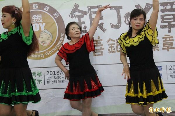舞團班長施美莉,舞齡超過35年。(記者張聰秋攝)