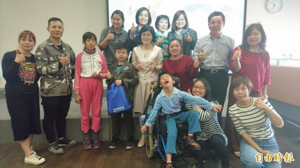 台南市特教模範兒童將於16日表揚,3學生先代表秀才藝。(記者劉婉君攝)