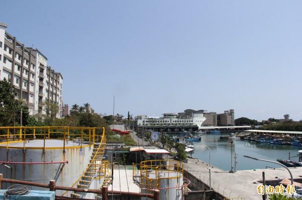 縣府斥資2270萬元改善新港漁港設施。(記者張存薇攝)