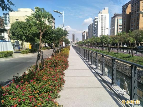 水利局施作懸吊式步道,打造民生綠色廊道,營造親水環境。(記者陳文嬋攝)
