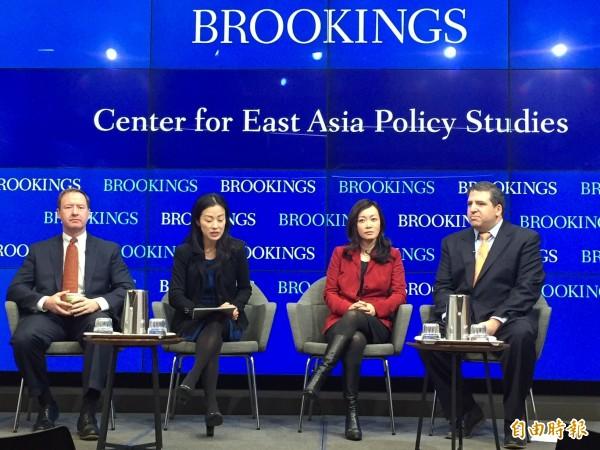 前美國國防部亞太副助理部長鄧志強(右一)認為龐皮歐若能證明自己得川普信任,在北韓談判上有利。(記者曹郁芬攝)