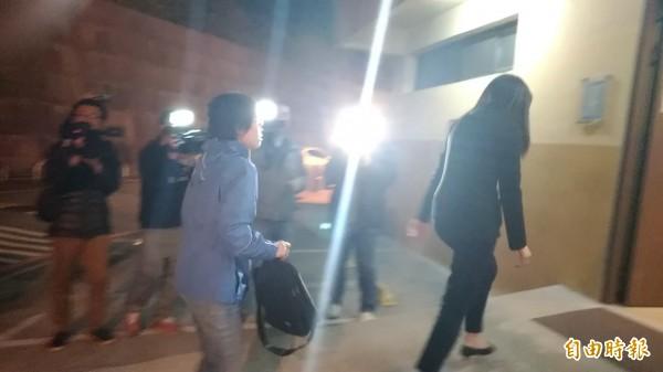檢察官楊舒婷到場相驗。(記者鄭景議攝)