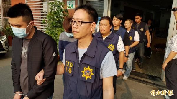警檢肅不良幫派14人送辦。(記者陳文嬋攝)