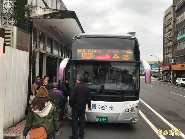 基隆大眾運輸使用率全國排名第二僅次台北市,這次雙北月票未找基隆討論,很多通勤到台北上班、上課的基隆市民都覺得可惜。(記者林欣漢攝)