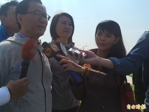 有意參選台北市長的前立委丁守中與北市議員王鴻薇今早會勘,批柯市府施工進度延宕。(記者蕭婷方攝)