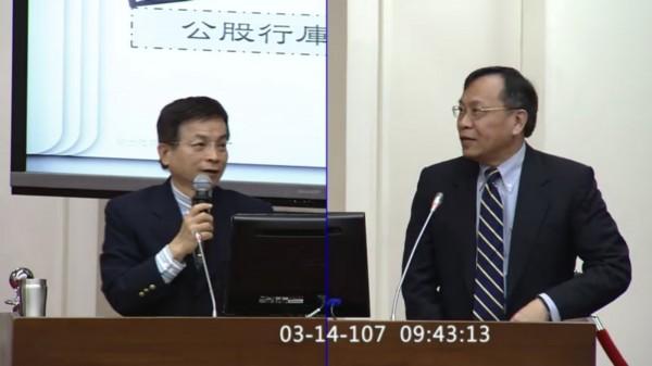 立委賴士葆(左)今向台銀董事長呂桔誠(右)關切國營薪資。(翻攝國會on-line2 APP)