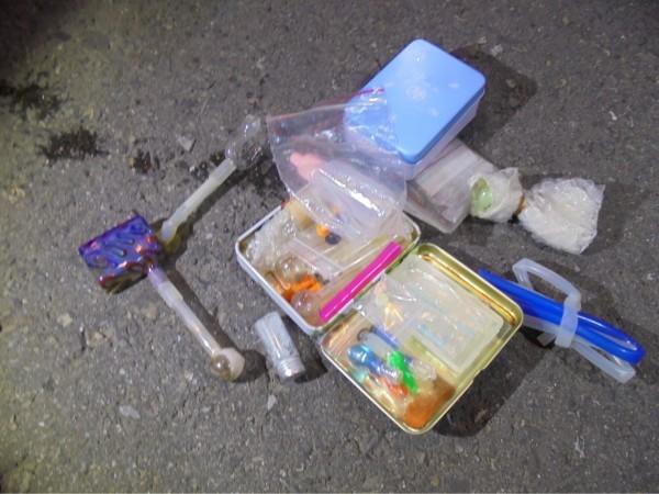 警方起出彭姓男子持有的毒品與吸食器。(圖由警方提供)