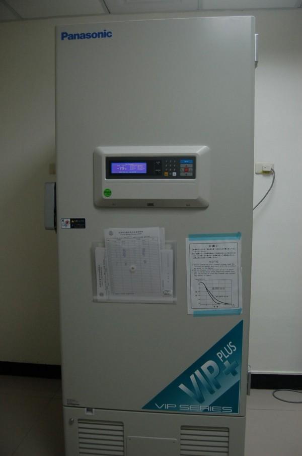 DNA儲存室的-80度C冰箱,可保存DNA檢體達30年。(記者楊國文攝)