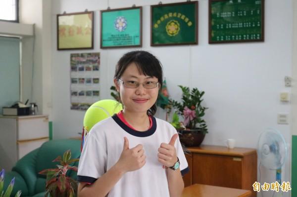 善化高中陳佳凌繁星推薦以69級分學測成績,成功推上第一志願台大法律系。(記者萬于甄攝)