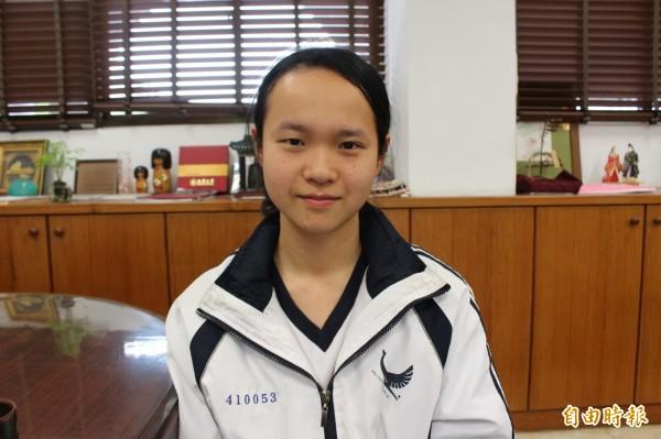 國立彰化女中考生柯彥均,錄取國立台灣大學政治學系政治理論組。(記者張聰秋攝)