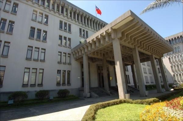 日前有民眾爆料指出,瑞士政府將把台灣人駕照的家鄉地由「台灣」改為「中國」。外交部今天表示,經我駐館查證,確認無此情形。圖為外交部。(資料照)