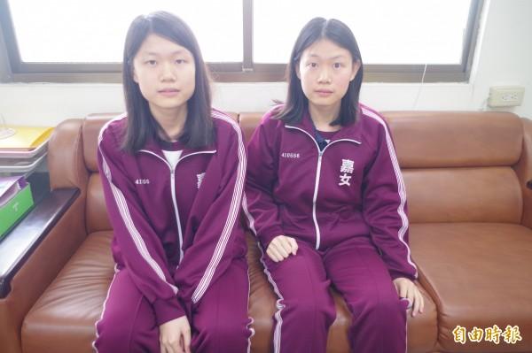 嘉義女中楊上瑩、楊上儀姊妹是雙胞胎,但各有志向分選中醫、西醫當第一志願。(記者王善嬿攝)