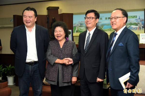 立委陳其邁專程拜訪高雄市長陳菊,兩人聊了九十分鐘(記者張忠義攝)