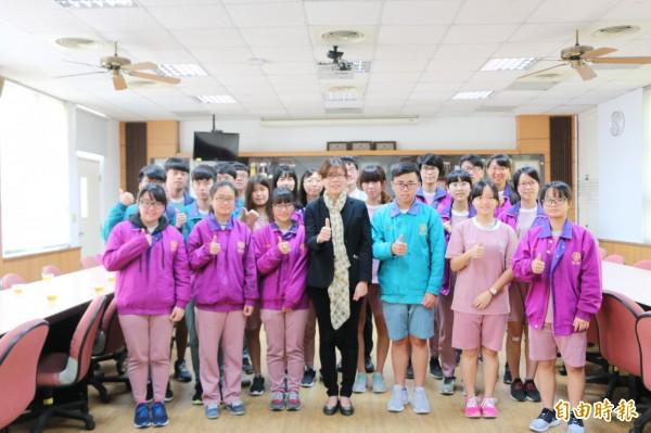 竹南高中繁星推薦共67人上榜,其中32人錄取國立大學。(記者鄭名翔攝)