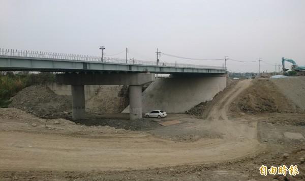 火燒珠橋正進行改建新橋工程。(記者楊金城攝)