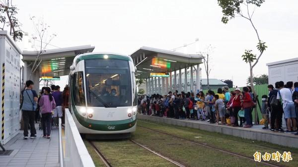 高雄市推動冬季大眾運輸免費3個月,總運量增加2成5。(記者陳文嬋翻攝)
