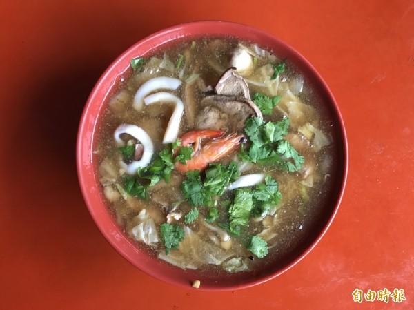 滷粿仔也是很夯美食。(記者洪臣宏攝)