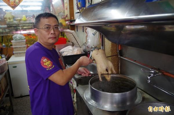 鴨肉只挑70至80天、2公斤土番鴨,當天現宰現料理,鮮美好吃。(記者林國賢攝)